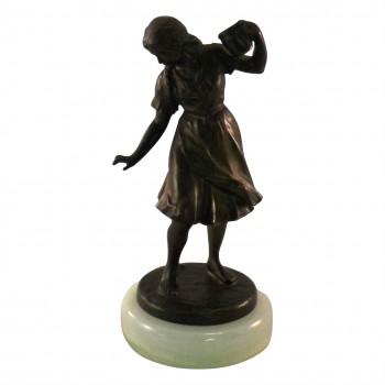 Metallskulptur Mädchen mit Krug